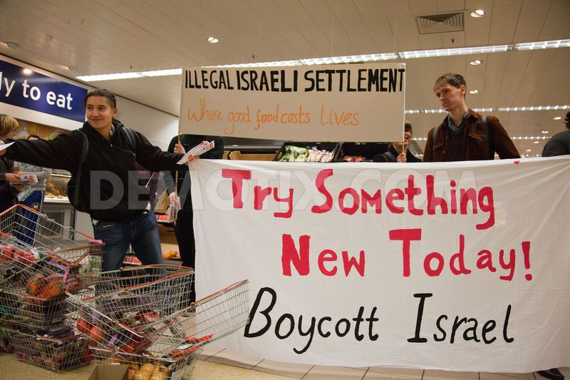 25CaptionHuman rights activists distribute flyers to members of the public explaining that Sainsbury's, unlike the Co-operative Supermarket, sources products from Israeli settlements in the occupied West Bank considered illegal under international law.