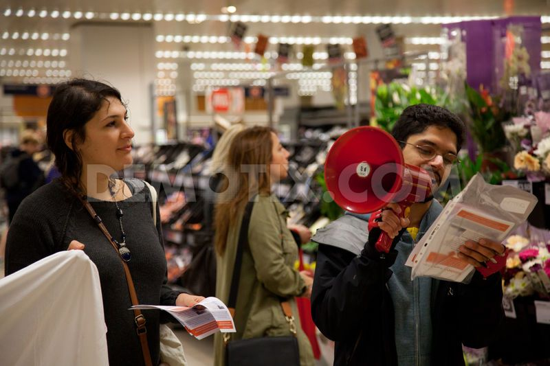 25CaptionHuman rights activists used loud hailers to explain to shoppers that Sainsbury's ethical trading policy does not extend to refusing to purchase goods from Israeli settlements in the occupied West Bank considered illegal under international law.
