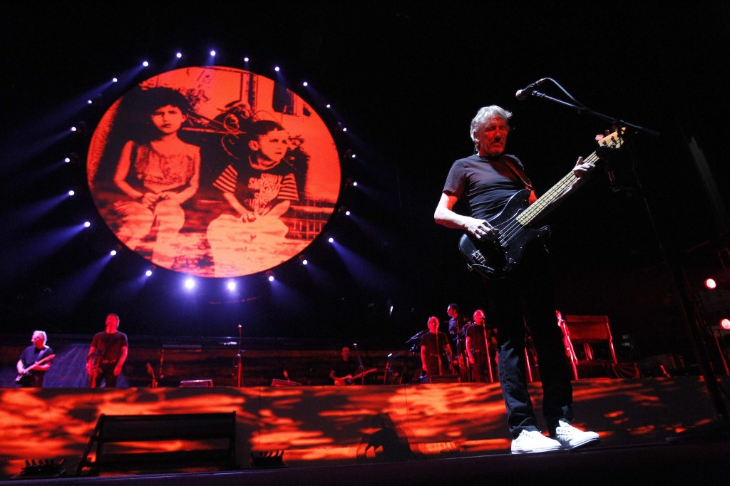 """Pink Floyd co-founder Roger Waters performs during """"The Wall"""" tour at Staples Center in Los Angeles November 29, 2010. REUTERS/Mario Anzuoni"""